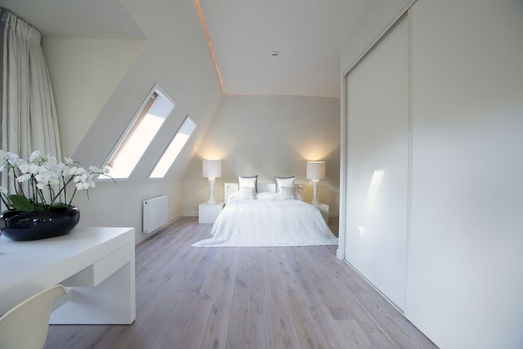 houten vloer in de slaapkamer
